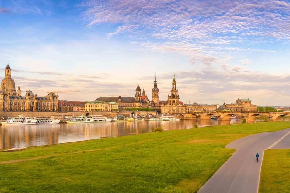Panorama der Dresdner Altstadt an der Elbe