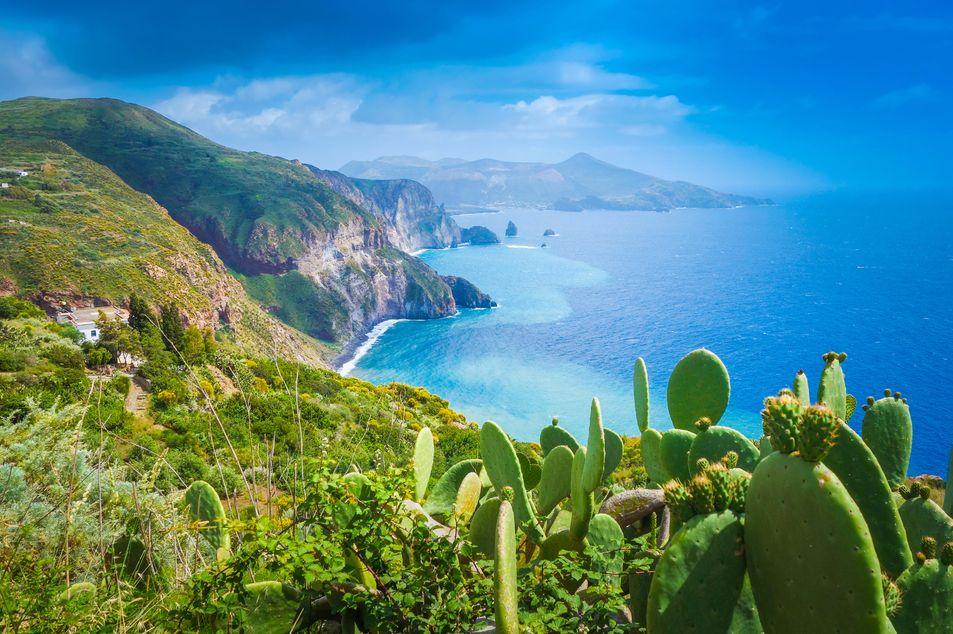 Lipari mit Blick auf die Insel Vulcano