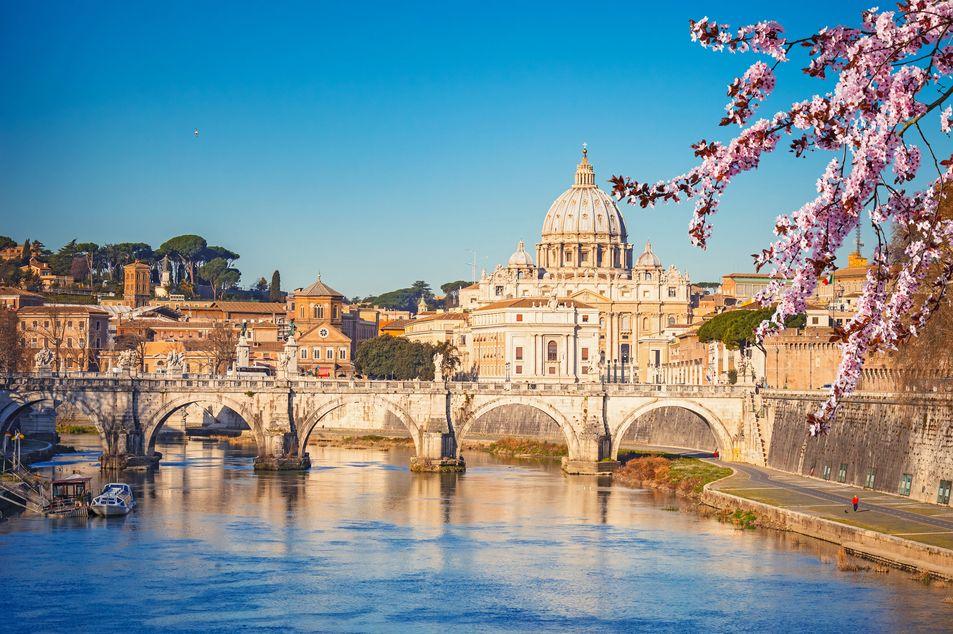Basilique Saint-Pierre et la fleuve Tiber
