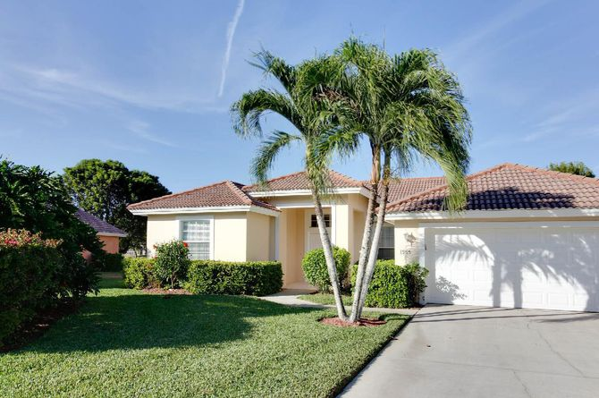 Naples Area Vacation Homes by Ocean Beds, Naples Beach