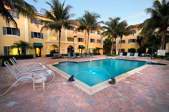 Hawthorn Suites by Wyndham Naples, Naples Beach