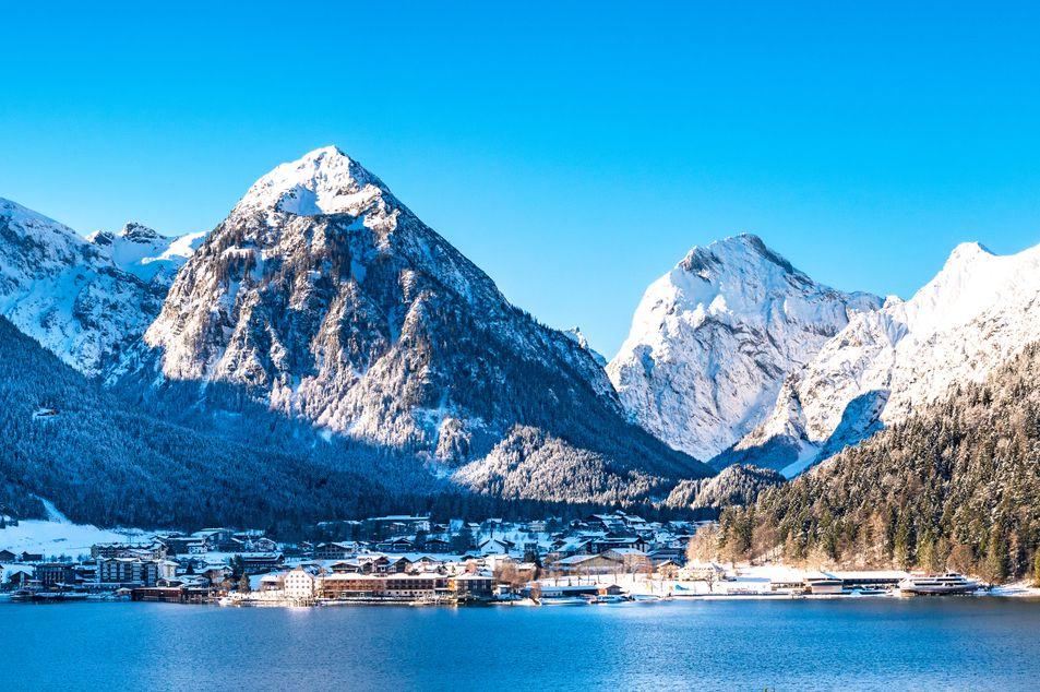 Vue sur le lac d'Achensee et sur le village de Pertisau