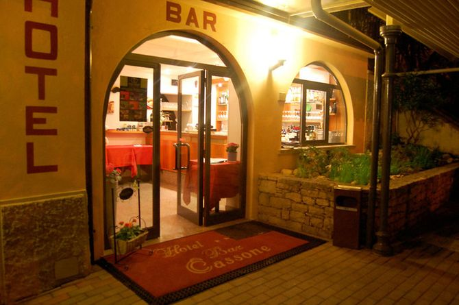 Hotel Cassone, Garda & environs