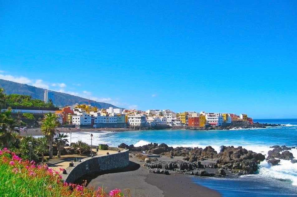 Blick auf Puerto de la Cruz und Playa Jardin