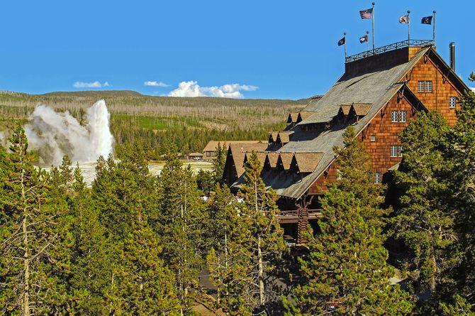 Old Faithful Inn, National Parks USA